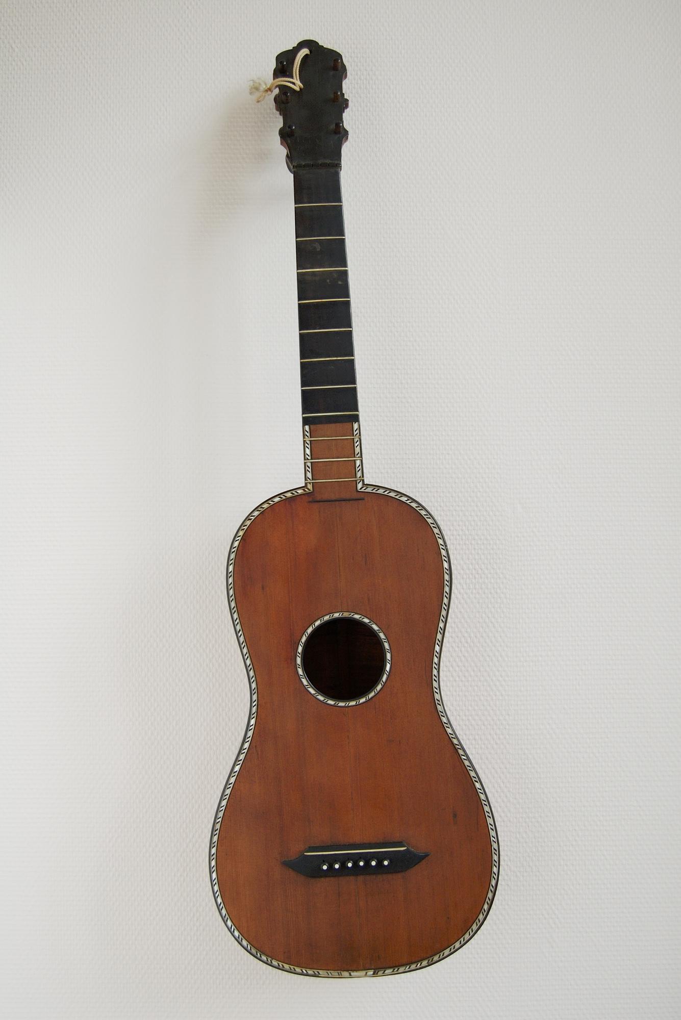 Anonyme-du-XIXe-siècle-Guitare-n°-inv-1988-4